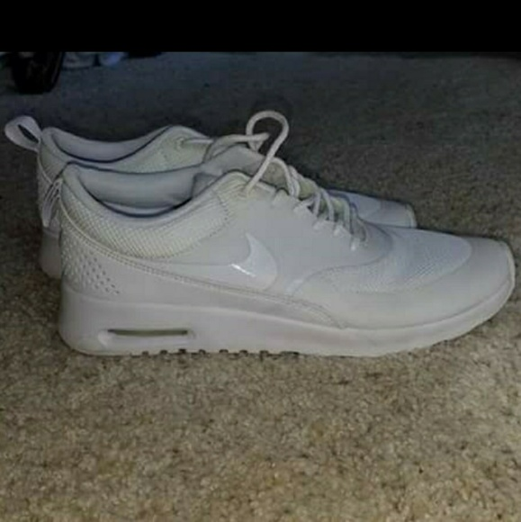 Women's white Nike sneakers air max thea 8.5